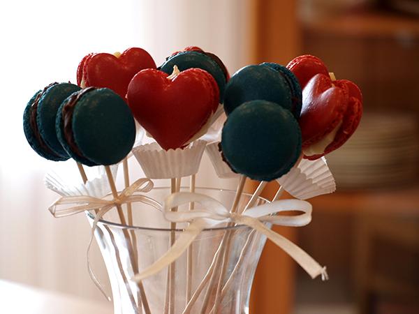Macarons blau und rot
